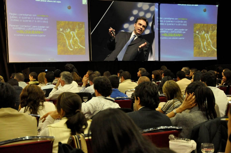 Comunidades Creativas Frank Gamez Business Creativity Innovación Sesión Creativa SPS, Business Creativity & Innovation, Adentro y Afuera de la Caja Creatividad Innovación talleres programas conferencias creatividad innovación cambio catalización workshops